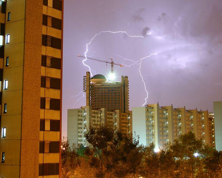 748px-Hospitalet.Tormenta.Electrica
