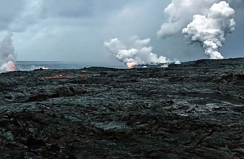 Three_Waikupanaha_and_one_Ki_lava_ocean_entries_w-edit2