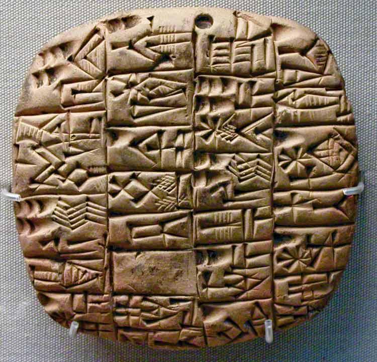 la-brujula-verde-escritura-cuneiforme.jpg