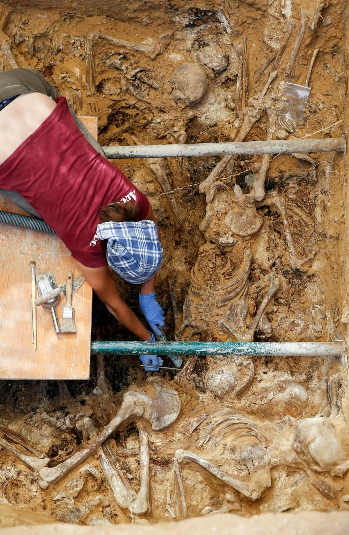 salen-a-la-luz-10-esqueletos-en-la-fosa-112-de-paterna-que-ya-estan-listos-para-exhumar.jpg